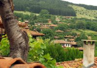 bulgaria-zheravna-village-over-the-rooftops